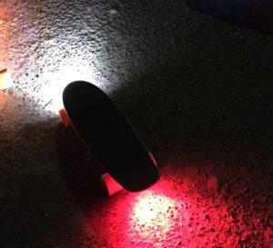 Board mit LED Fahrradlampe vorne und hinten